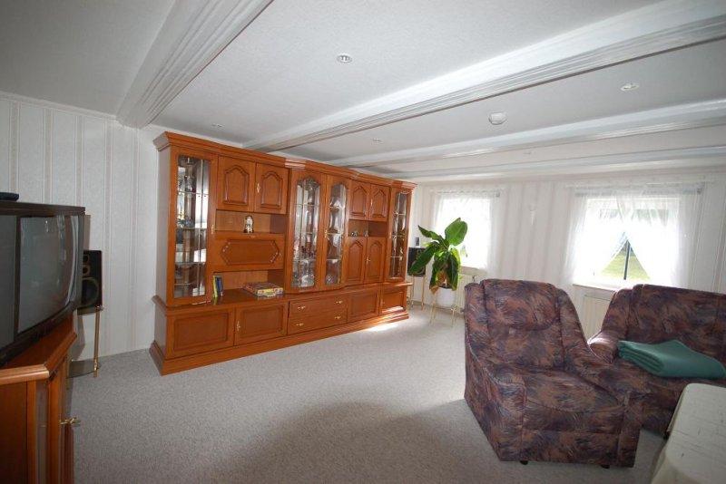 untere Wohnung Wohnzimmer