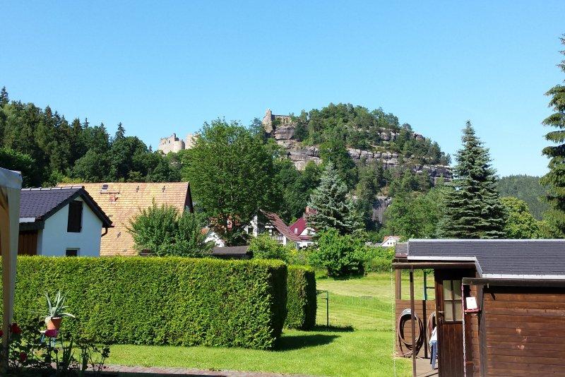 Blick vom Grundstück auf Berg Oybin