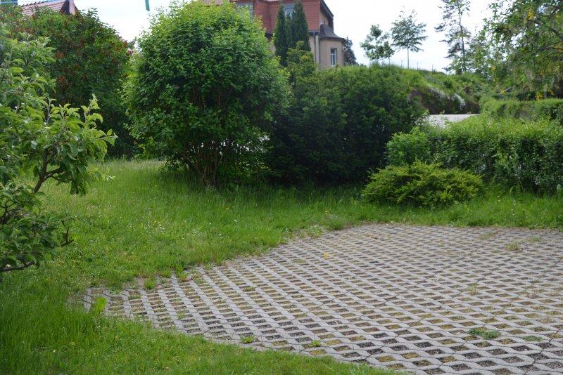 Parkfläche am Haus